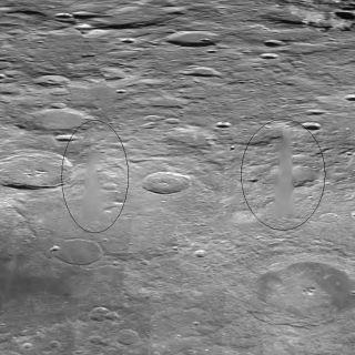 COSA E' STATO CANCELLATO DA QUESTA FOTO NASA DELLA LUNA?