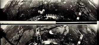 DUE FOTOGRAMMI RIPRESI DALLA SONDA VENERA 13: COS'È L'OGGETTO BIANCO A SEMICERCHIO?