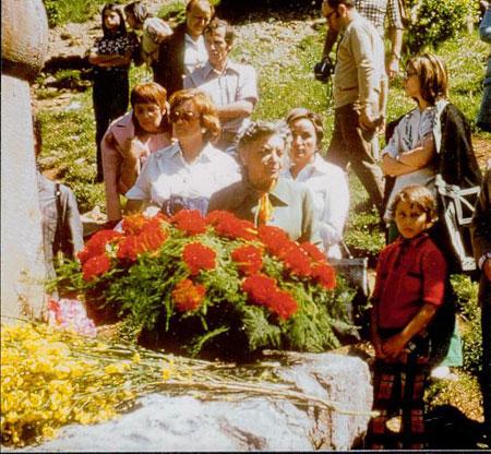 LUCIENNE JULIENNE NEL 1975 A MONTSEGUR. (WWW.SOCIETE-PERILLOS.COM)