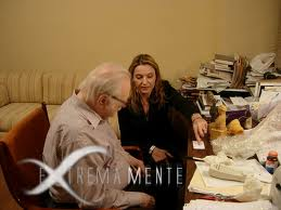 ZECHARIA SITCHIN NEL SUO STUDIO, INSIEME A SABRINA PIERAGOSTINI NEL 2010