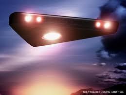 UNA TIPICA RAPPRESENTAZIONE DI UN UFO TRIANGOLARE