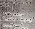 """LA SCRITTA:""""PER FAVORE, UNA PROCEDURA UFO!"""""""
