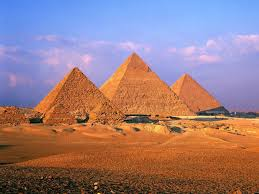 LE PIRAMIDI NELLA PIANA DI GIZA, IN EGITTO