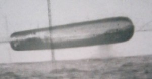 UN OGGETTO SIGARIFORME: UNA FOTO SCATTATA, SEMBRA, NEL MAR ARTICO NEL 1971